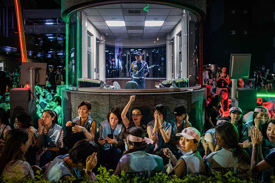 2019年6月20日,罷工的長榮空服員在南崁公司總部外靜坐。