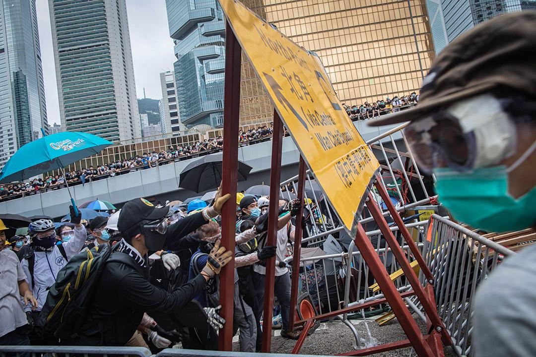 2019年6月12日早上,示威者佔領金鐘夏慤道。