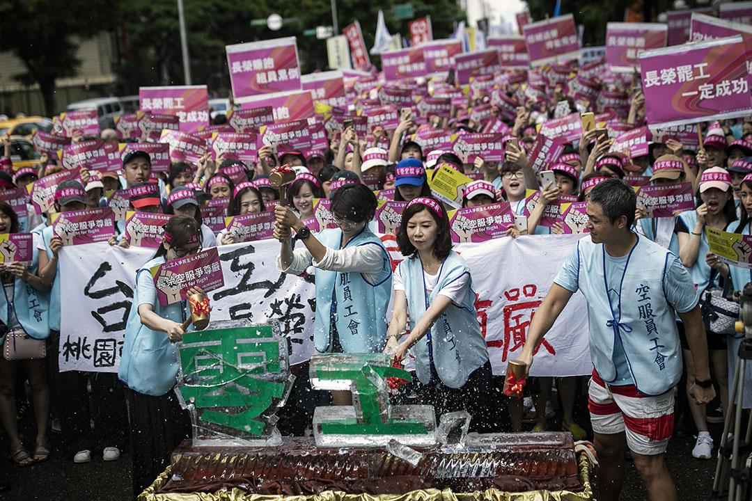 2019年6月4日,桃園市空服員職業工會舉行「台灣工人拚民主、長榮空服爭尊嚴」大遊行。