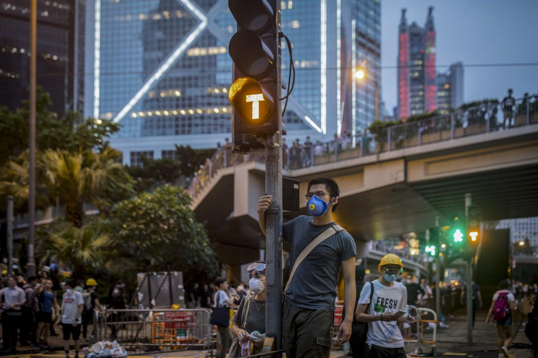2019年6月12日,一名示威者在金鐘道。