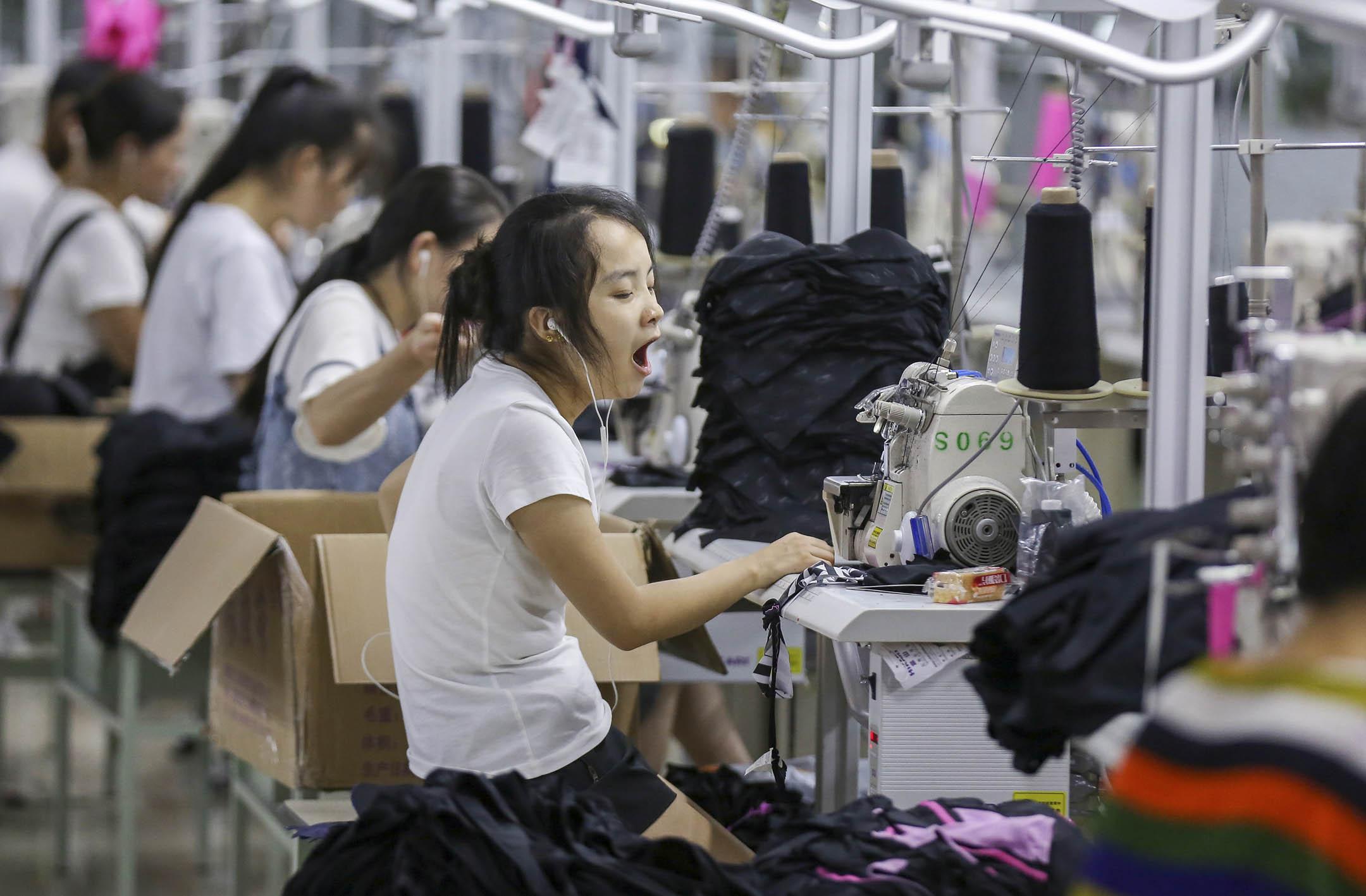 2019年5月份中國官方製造業採購經理人指數(PMI)為49.4,環比下降0.7個百分點,是今年的次低水平。PMI指數高於50表明製造業活動擴張,低於50則說明萎縮。圖為福建一間工廠。 圖: STR/AFP/Getty Images