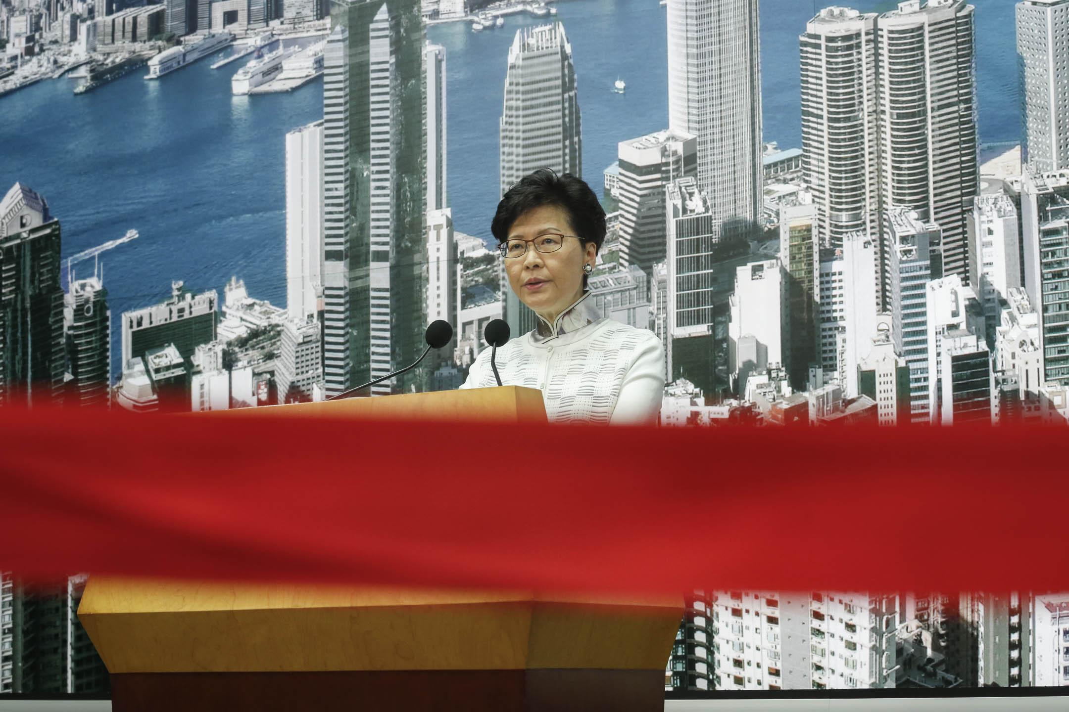 2019年6月15日,林鄭月娥召開記者會,宣布暫緩修訂《逃犯條例》  。 攝:林振東/端傳媒
