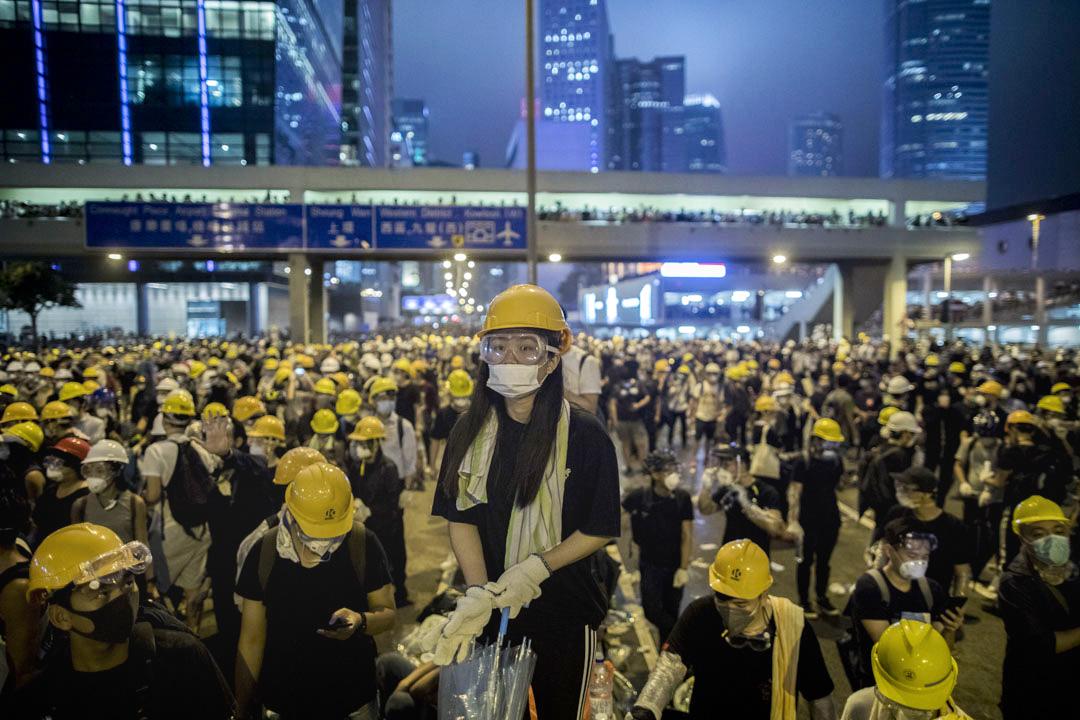 2019年6月12日,一名示威者在夏慤道。