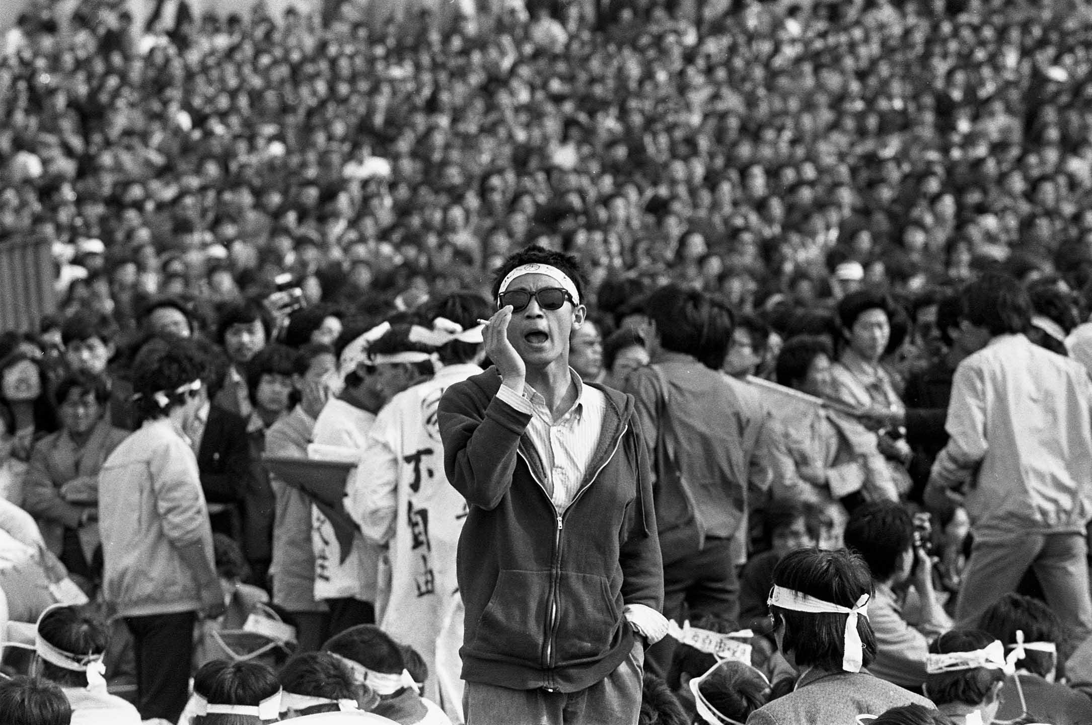 1989年5月13日,北京天安門廣場。