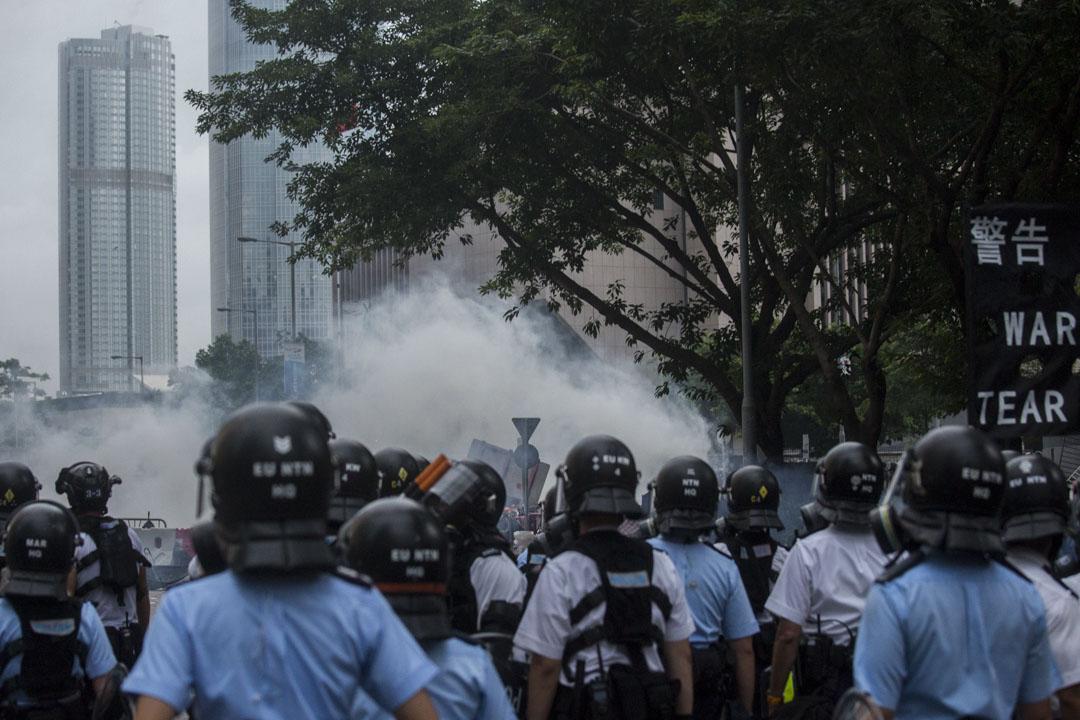 2019年6月12日晚上,特區政府絲毫沒有讓步的姿態,特首林鄭月娥更以「暴動」形容今次的佔領行動。