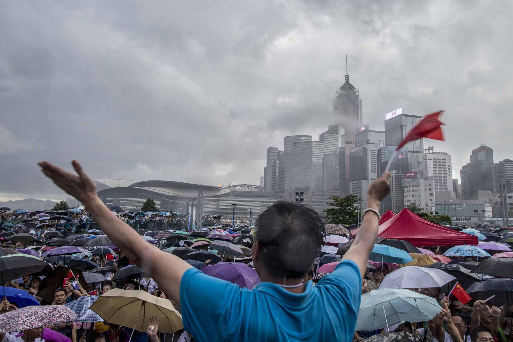 2019年6月30日,立法會議員何君堯在添馬公園舉辦撐警集會,希望借集會「為警隊打氣、為香港打氣」。 攝:林振東/端傳媒