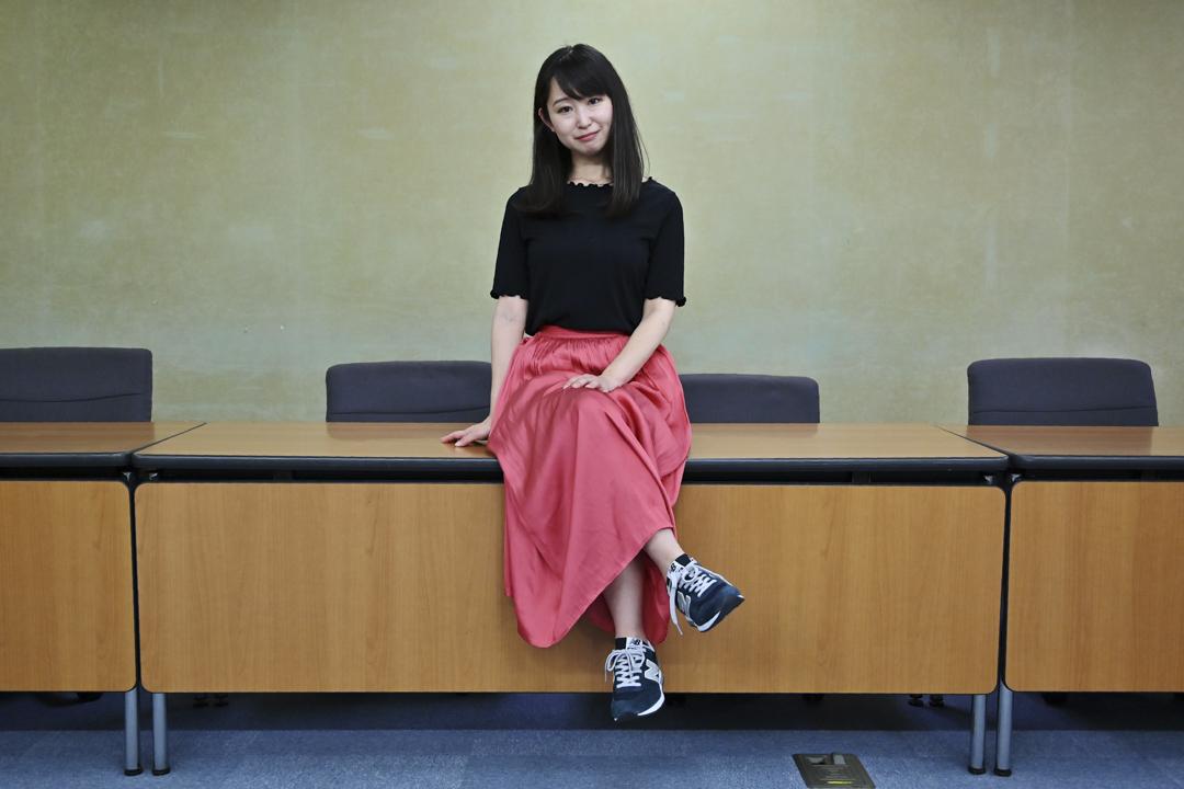 2019年6月3日,KuToo運動的創始人Yumi Ishikawa在東京舉行的新聞發布提出要求,抗議女士在工作時需要穿高跟鞋,呼籲日本政府明確禁止企業雇主要求女性穿著特定鞋子上班。 截至目前為止,網站連署人數已超過1萬4000人。 攝:Charly Triballeau/AFP/Getty Images