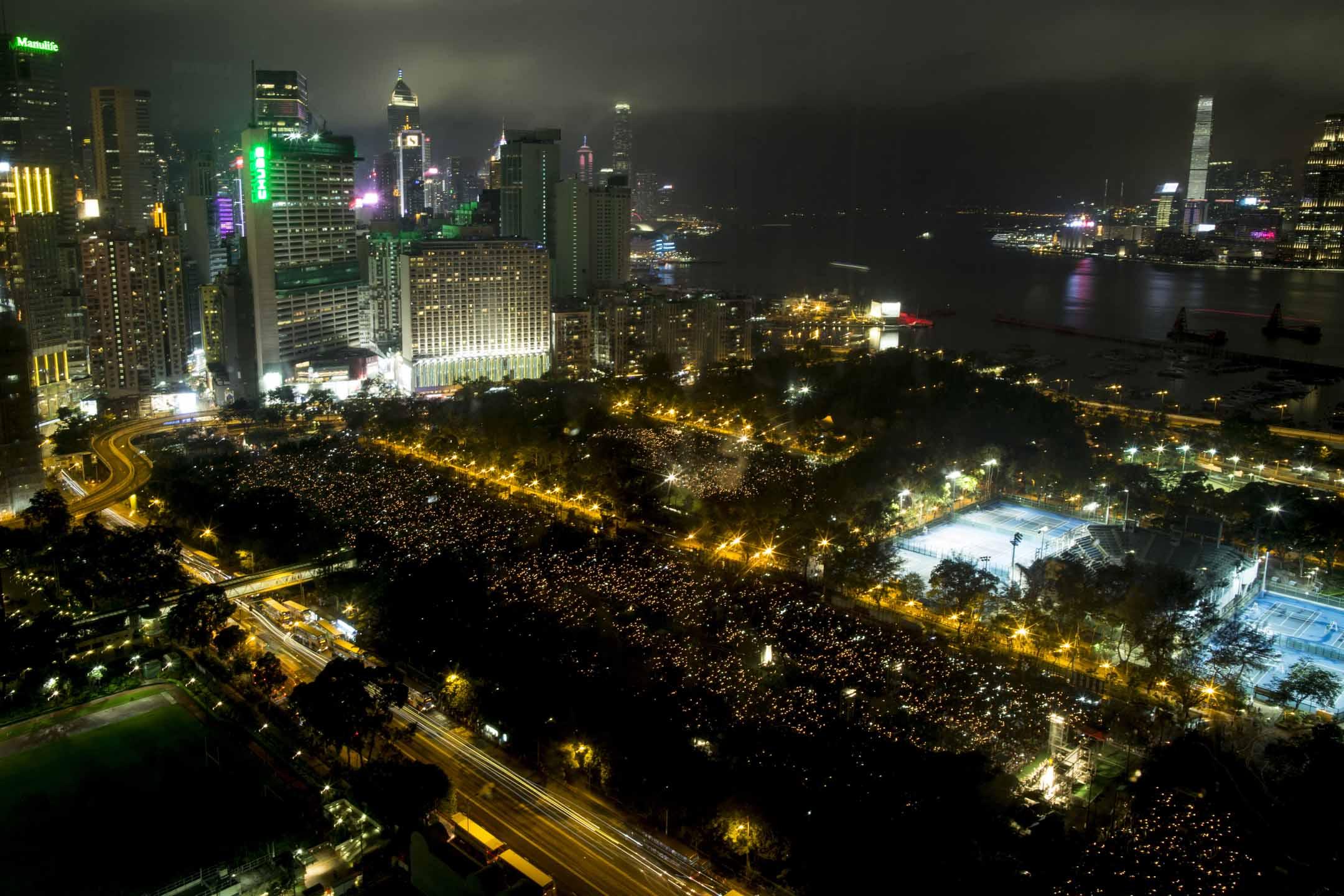 2019年6月4日,維園燭光晚會,主辦方公布集會人數高達18萬,創下5年來新高。 攝:林振東/端傳媒