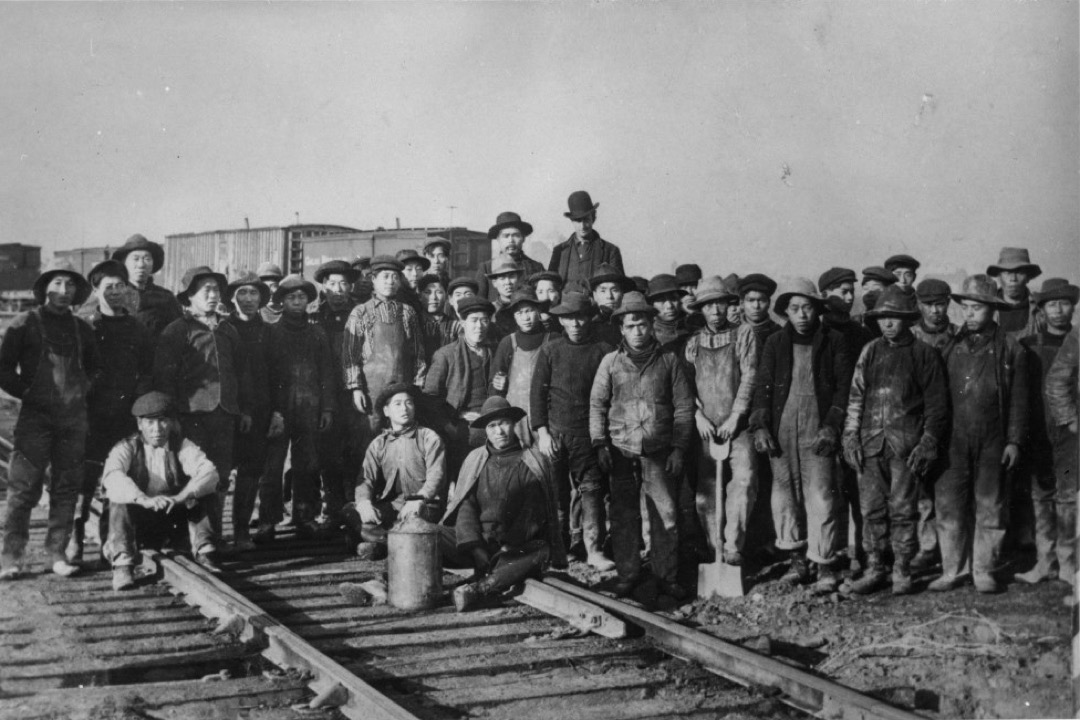 來自中國的「苦力」在美國西部特別是南加州的桔園和西部鐵路工地上,做着「只有華人在做的工作」,卻拿着最低的薪水,最終招致同樣出生最底層的愛爾蘭工人和工會組織的普遍排斥。
