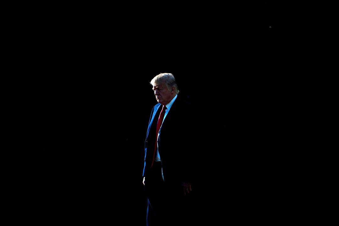 2017年12月21日,特朗普在華盛頓特區的白宮草坪上前往海軍陸戰隊一號。