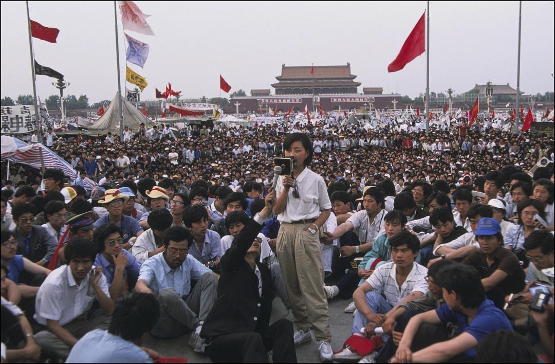 1989年5月28日,學運中擔任保衛天安門廣場指揮部總指揮的柴玲在天安門廣場上發言。
