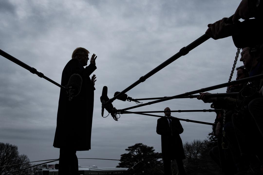 2019年1月19日,美國總統特朗普在華盛頓白宮南草坪上接受記者採訪。 攝:Pete Marovich/Getty Images