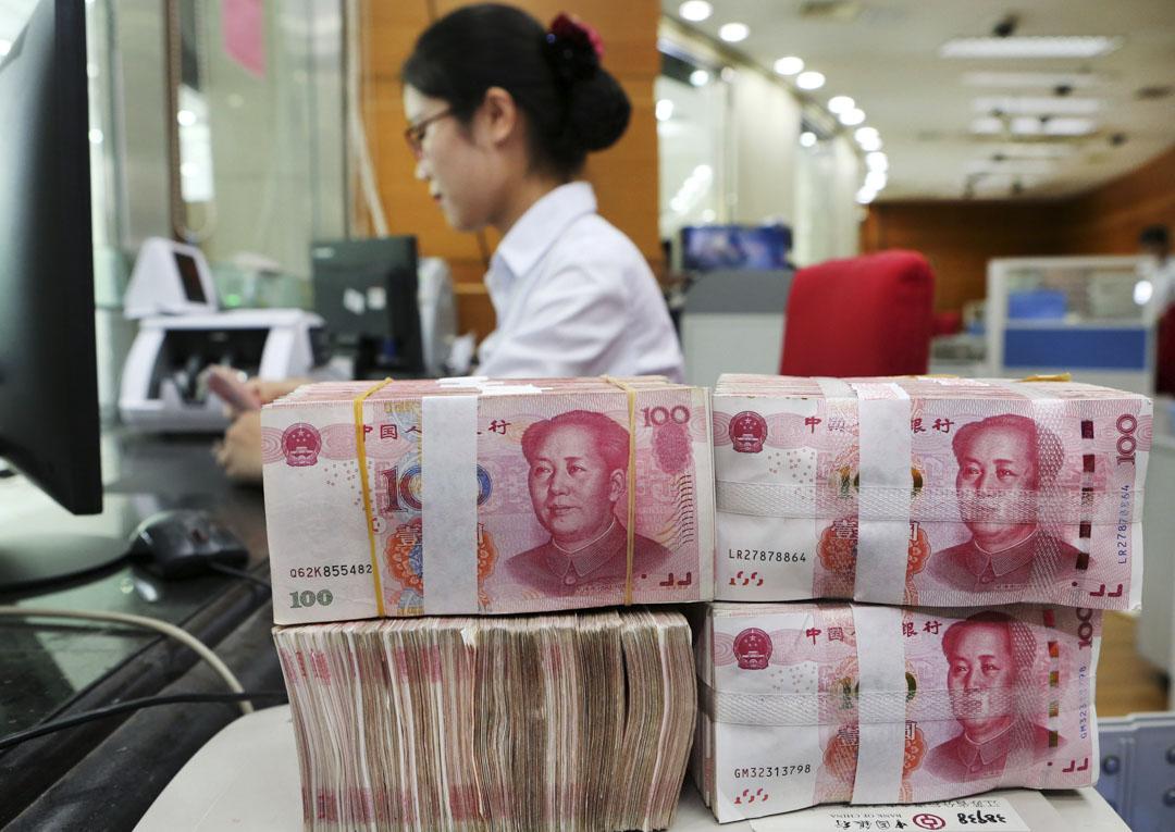 貿易戰以來,人民幣的指導價一直在穩步降低,人民幣兑美元匯率一度跌落至6.9。