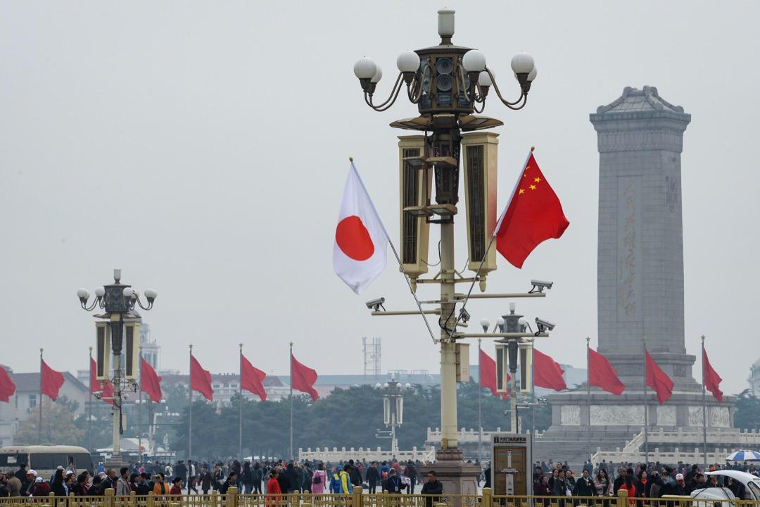 在這樣冷熱交織的兩國關係當中,日本政府的對中政策,基本上仍是以加深兩國友好為方向。