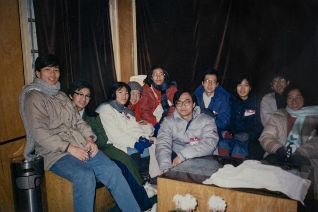 每一年聖誕假期,中大國是學會就會組織交流團到大陸不同地方遊學,尤其是八六學潮興起的高校,林亦子和陳哲都去過。