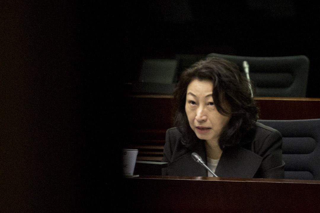 2019年6月21日,律政司司長鄭若驊發網誌首次回應事件,承認政府工作不足,並就修例向市民真誠致歉。