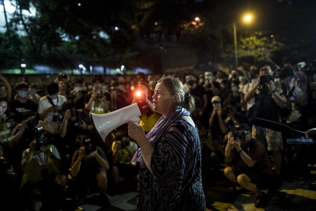 2019年6月27日,晚上8時於中環律政中心的示威,曾獲2017年諾貝爾和平獎的國際廢除核武器運動的創會會長Rebecca Johnson來到現場支持示威者。