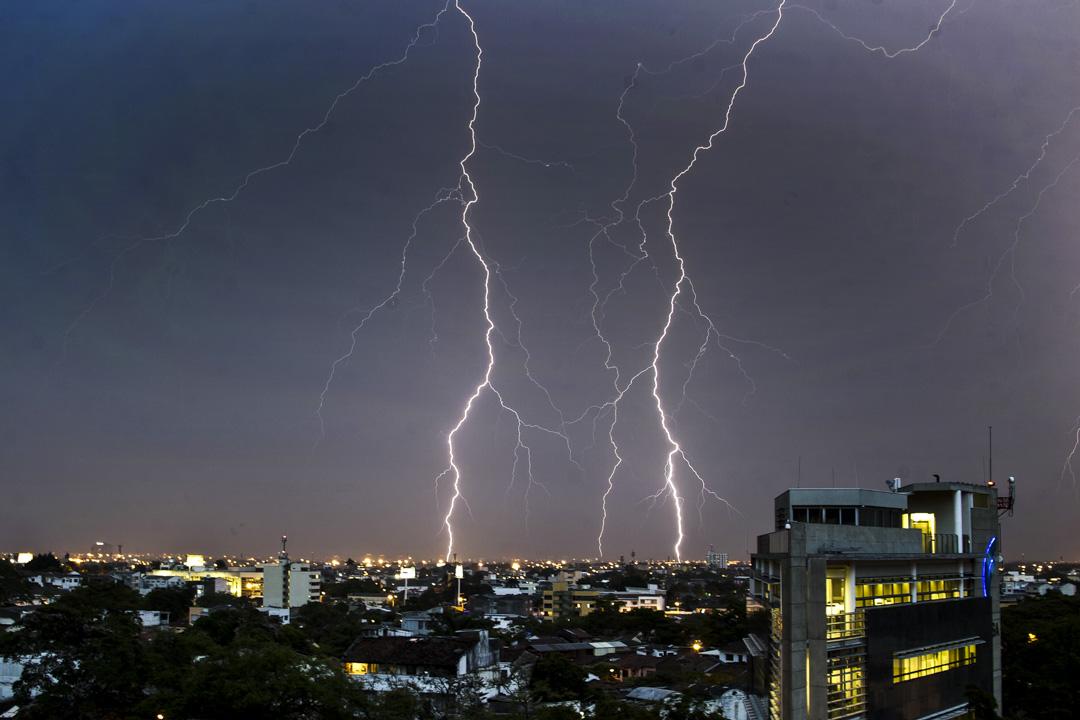 2015年5月27日,閃電在哥倫比亞卡利天空。