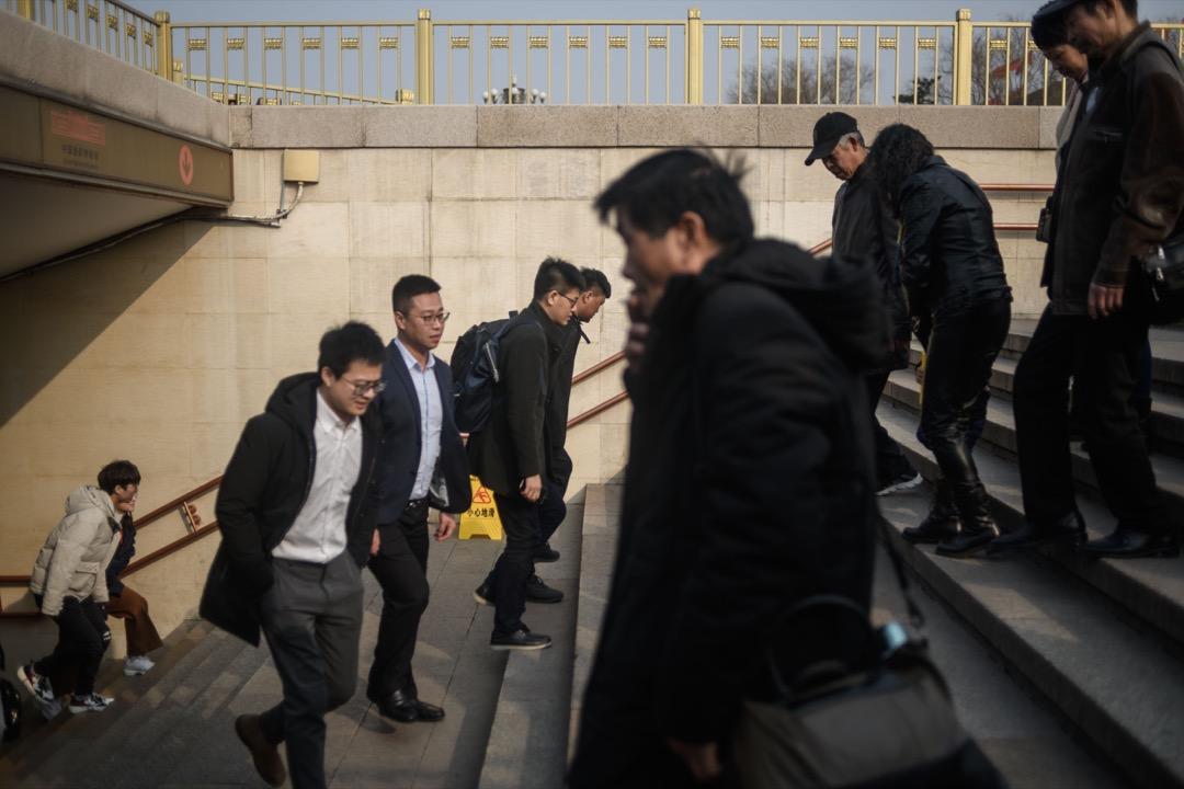 中國的「左」和「右」兩個群體中的大多數人都會對改革開放以來國內產生的各種新的不公正現象採取批評態度,他們之間的區別在於解決途徑。