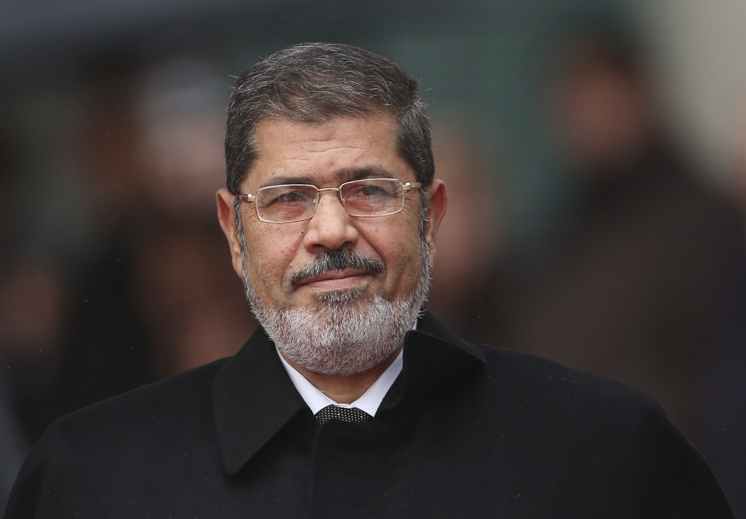 埃及前總統穆爾西(Mohamed Mursi)於2019年6月17日在出席庭審時昏迷,隨後宣告不治。 攝:Sean Gallup/Getty Images