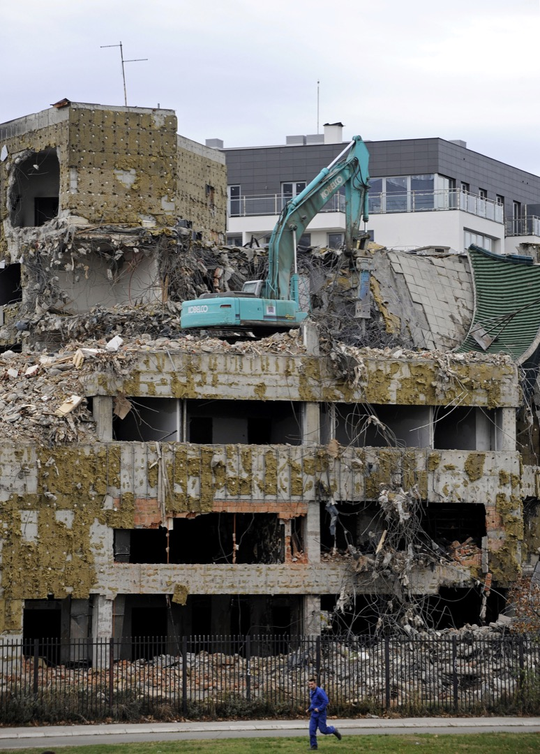 位於塞爾維亞首都貝爾格萊德的中國駐南聯盟大使館舊址。大使館在1999年5月8日清晨被北約戰鬥機投下的五枚炸彈擊中損毀。照片攝於2010年11月。