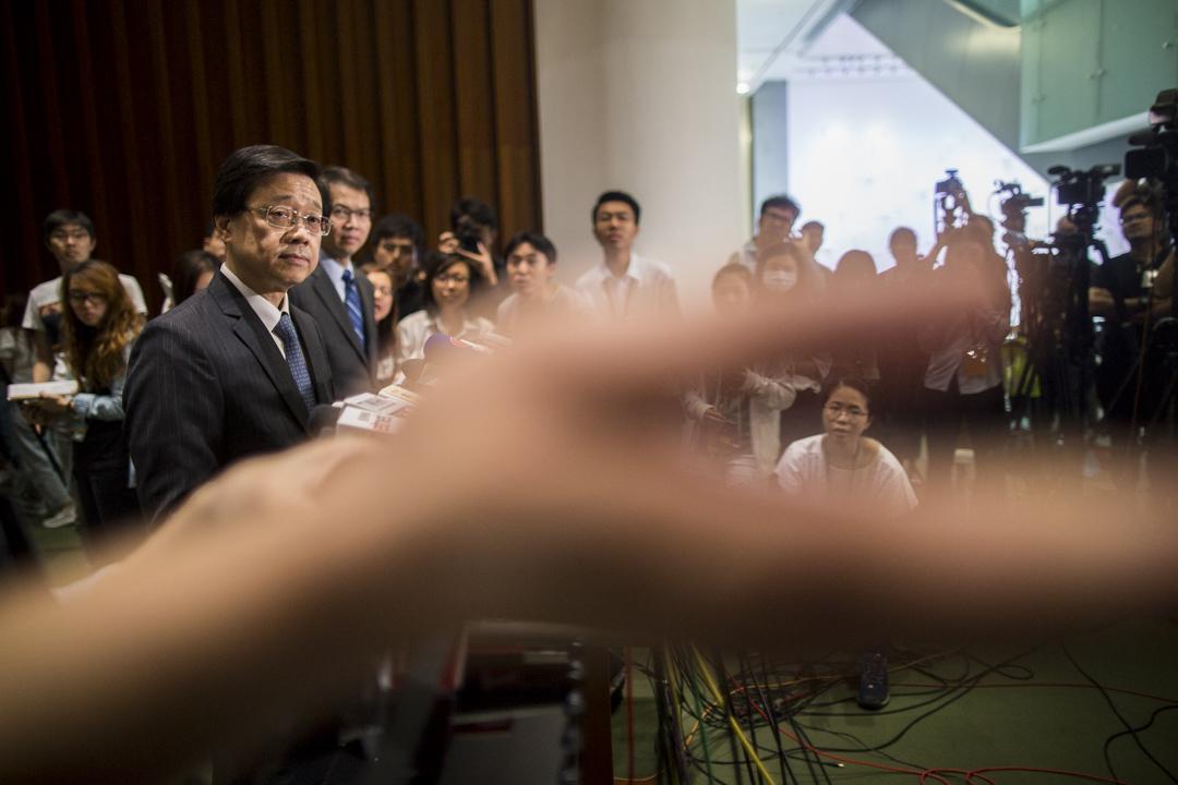 2019年6月19日,香港保安局局長李家超出席立法會會議,回應議員就警方涉嫌於「六一二衝突」中針對示威者及記者濫用武力的質詢。 攝:林振東 / 端傳媒