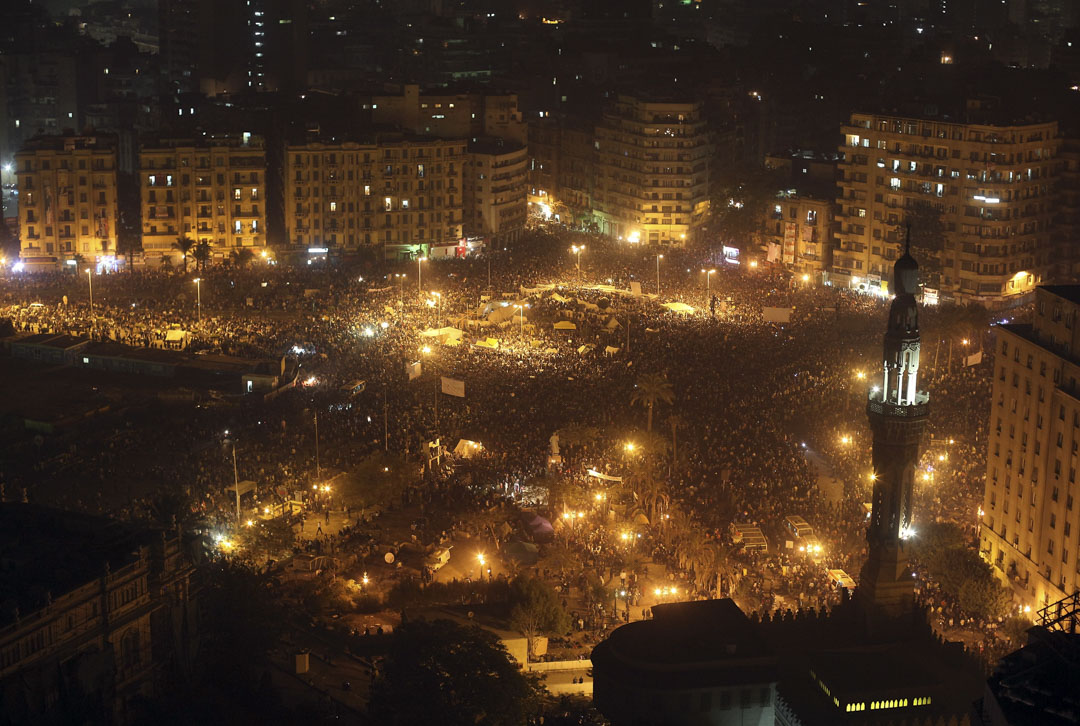 阿拉伯之春令穆巴拉克倒台,軍隊重新掌權,穆兄會合法化,國內普天同慶,但這種虛幻的假象很快便被現實敲個粉粹。