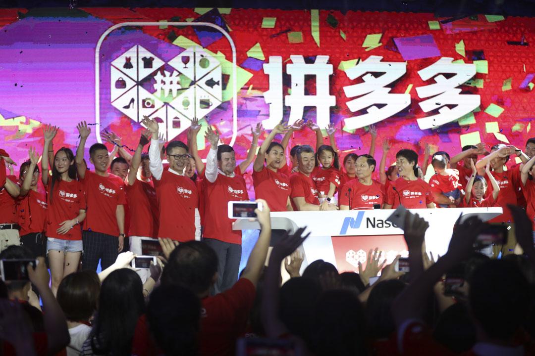 2015年成立的社交電商拼多多在電商產業相當發達、巨頭割據的格局下進入市場,逆向而行,2018年年底活躍用戶達4.18億,超越京東成為中國第二大電商,僅次於淘寶。
