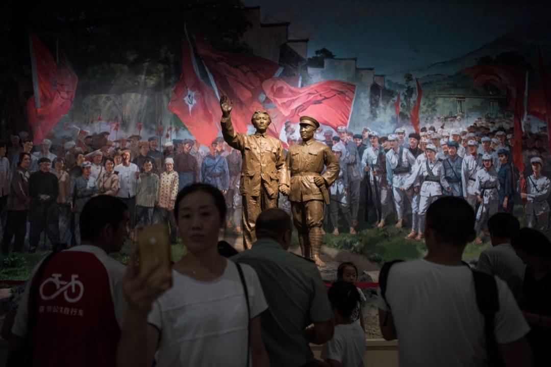 自上世紀90年代以來,中國甚麼時候不是問題一大堆?但是中國卻在這些「危機」和「唱衰」過程中不斷發展,成了當今世界第二大經濟體,並且在此過程中民眾的生活水平得到了巨大的提高。 攝:Fred Dufour/AFP/Getty Images