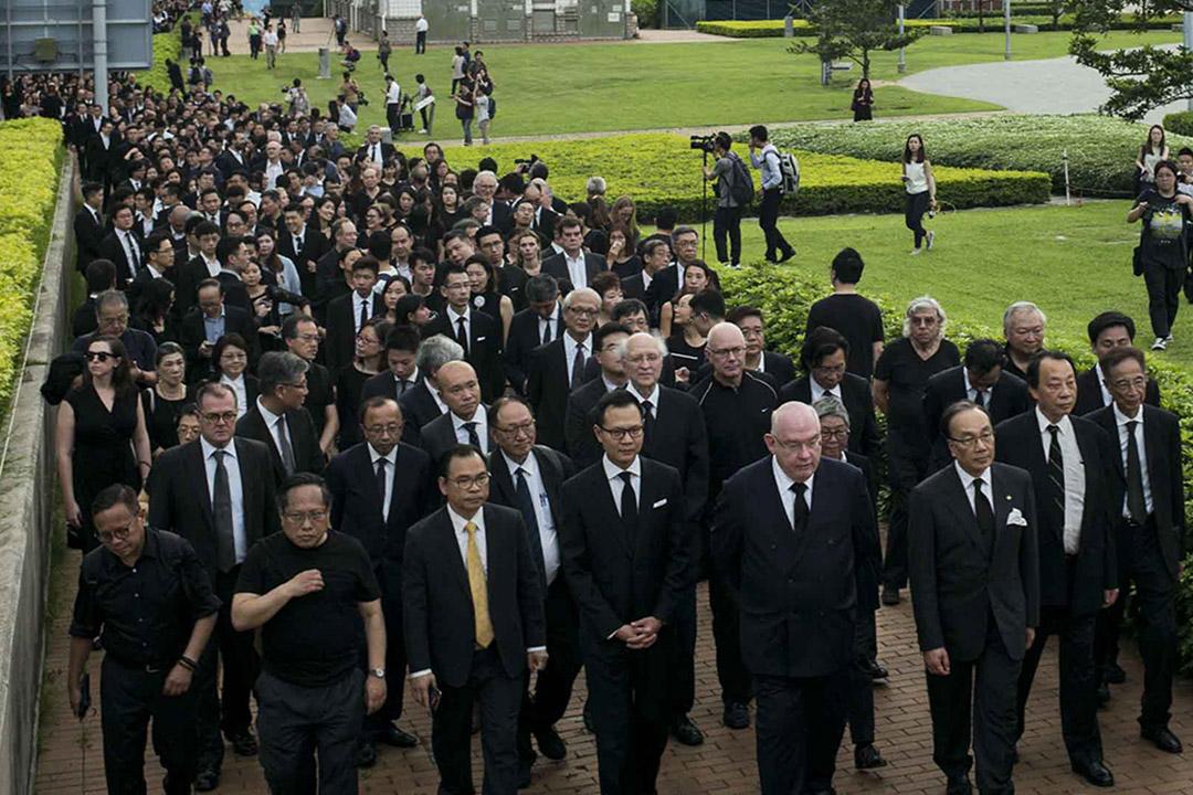 2019年6月6日,法律界舉行黑衣遊行抗議政府修訂《逃犯條例》,由終審法院遊行至金鐘政府總部,有近三千人參與是次黑衣遊行,為回歸以來最多的一次。