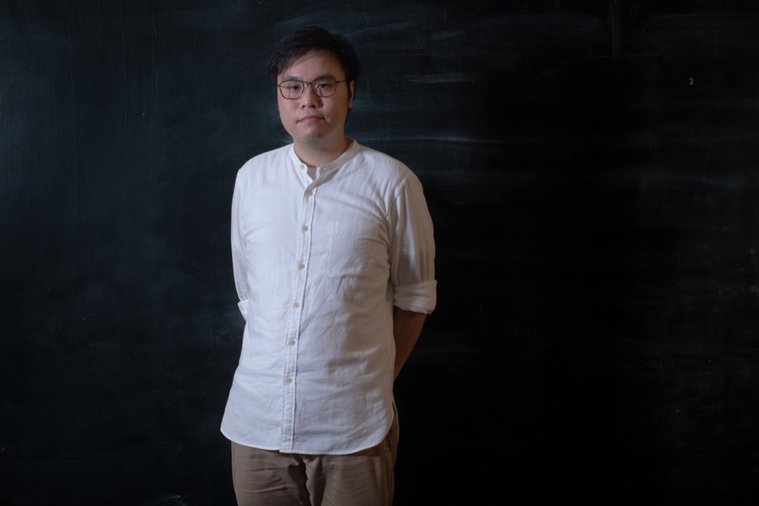 李祖喬的工作使我們得以還原在香港的政治話語以及社會運動論述中,「左膠vs. 勇武」它們如何被提出,用來批評什麼、指向何種期冀。 攝:Stanley Leung/端傳媒