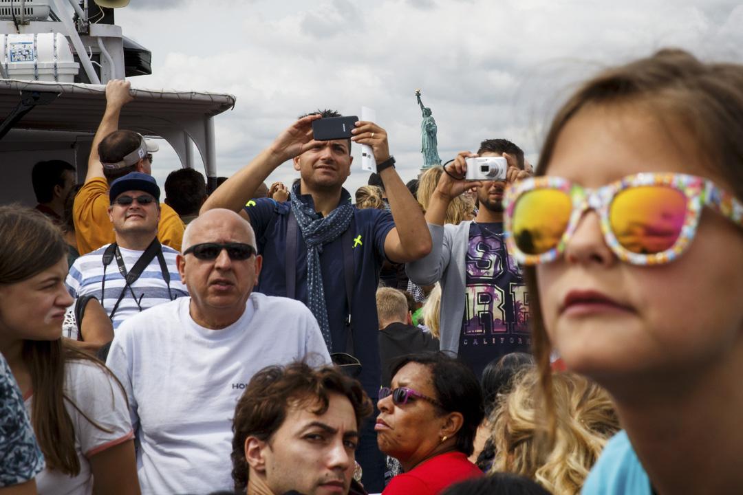 美國國務院基於國家安全理由,收緊赴美簽證的申請,新規定移民及非移民申請人,需申報曾使用的社交媒體帳戶名稱、電郵地址及電話號碼等。 攝:Drew Angerer/Getty Images
