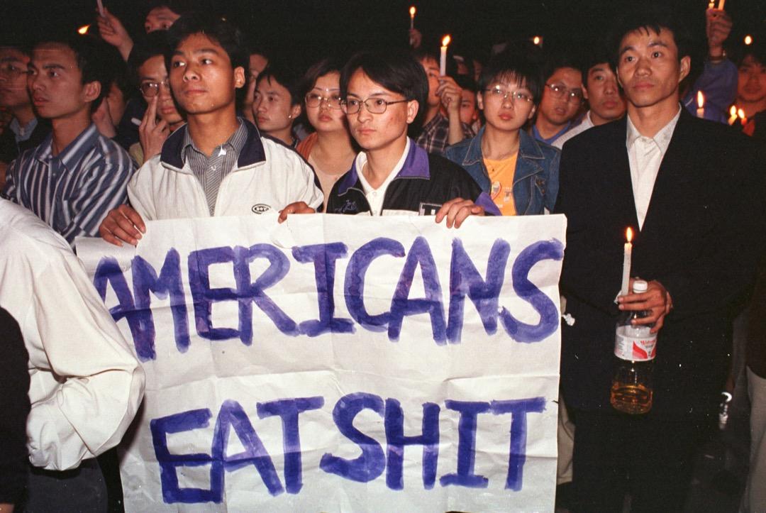經歷了1999年的「炸館事件」,2001年4月的「南海撞機事件」再一次點燃中國民眾對美國的憤怒,到了同一年的9月,911恐怖襲擊在中國公眾眼中是「惡有惡報」——美國四處干涉的結果。