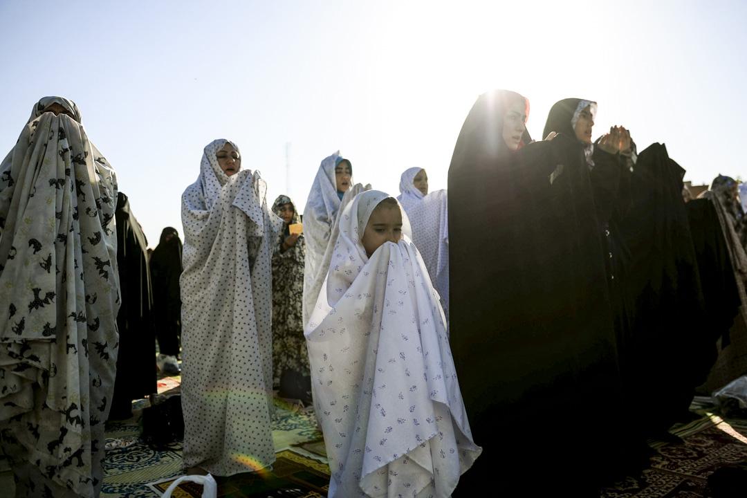 2019年6月5日,伊朗德黑蘭,穆斯林婦女在參加開齋節的祈禱儀式。