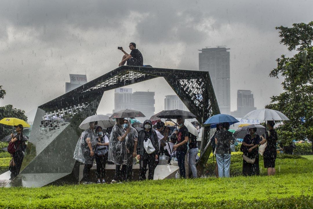 2019年6月12日,佔領金鐘期間下雨。