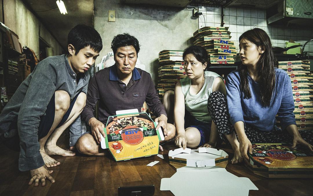 由奉俊昊執導的《上流寄生族》拿下金棕櫚大獎,是南韓電影歷史上首次奪得該獎項。 網上圖片