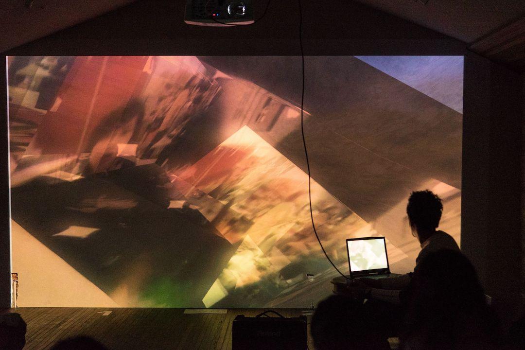 關子維在遊戲藝術展覽講座中。 楊靜
