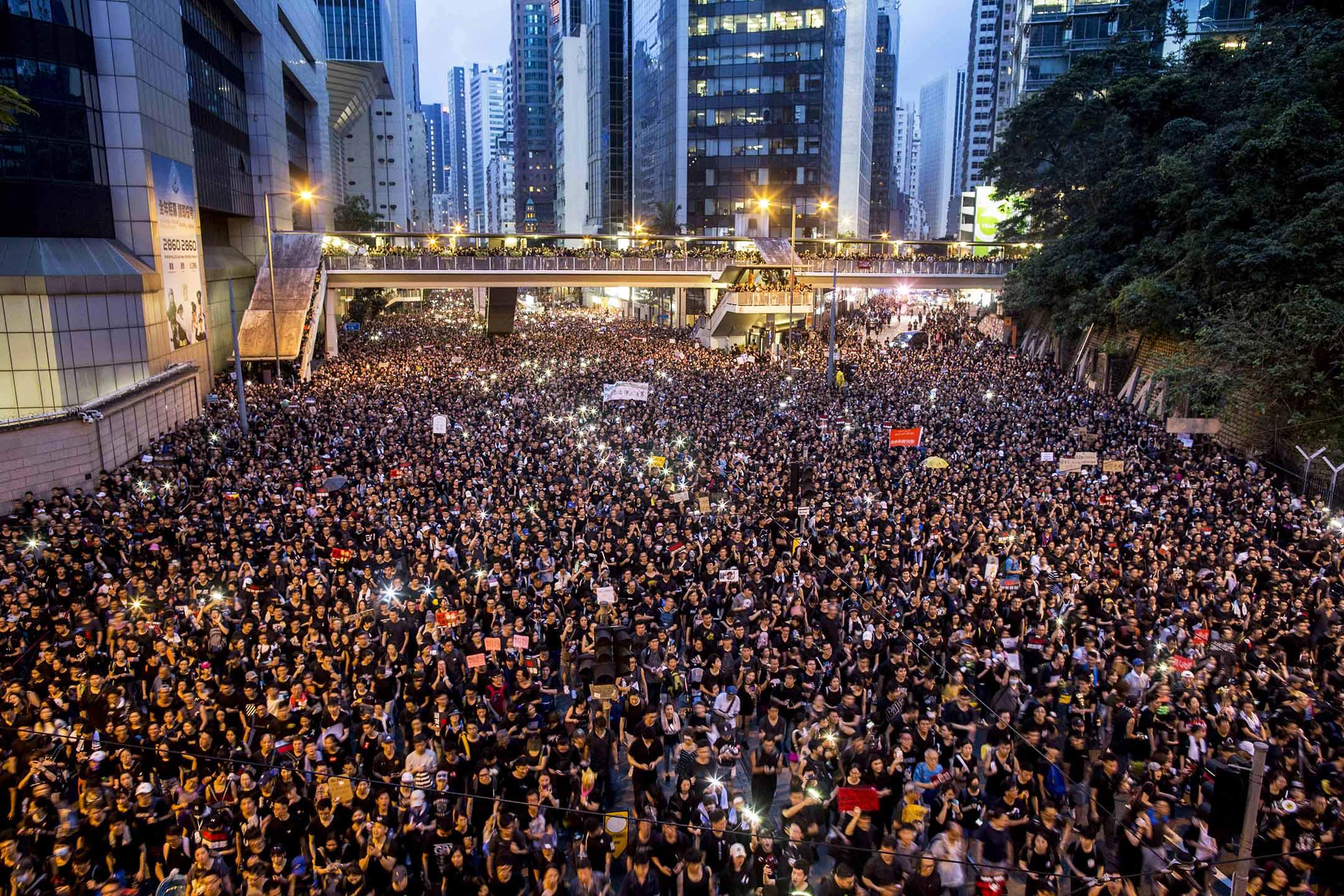 2019年6月16日,香港民陣發起第四次反對《逃犯條例》修訂大遊行,有200萬人參與。 攝:林振東/端傳媒