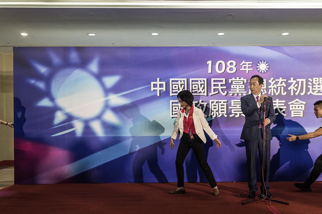 2019年6月25日高雄,2020年總統大選國民黨初選的政見發表會,郭台銘會見傳媒。