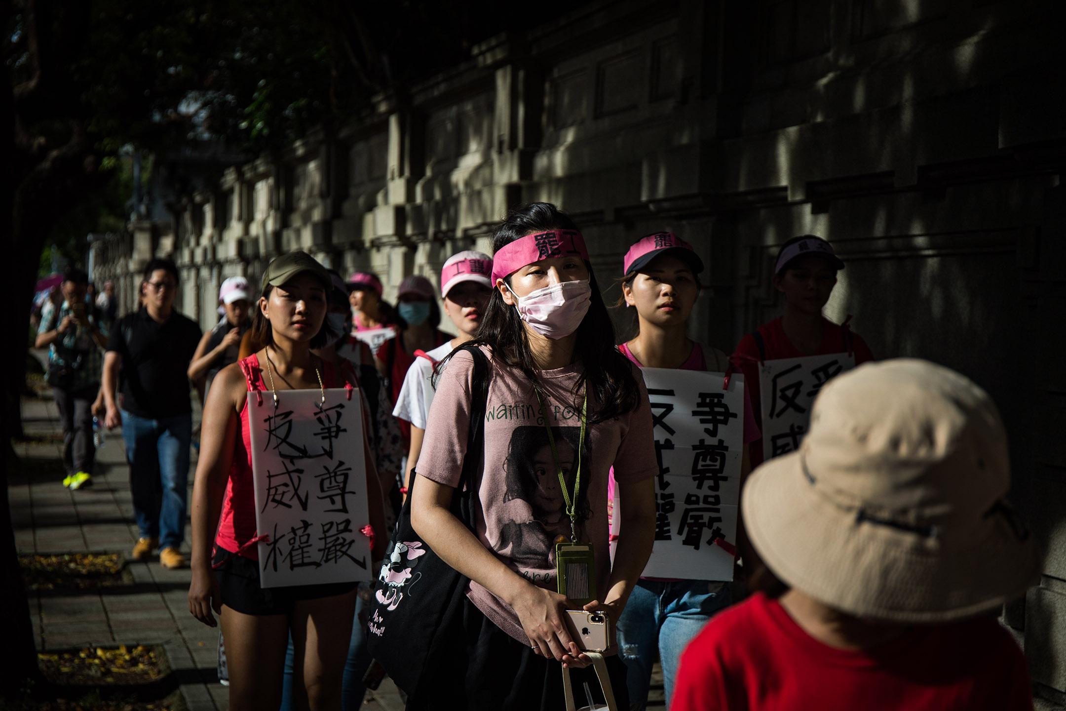 2019年7月5日,長榮工會發起苦行,由桃園南崁遊行到台北總統府。 攝:陳焯煇/端傳媒
