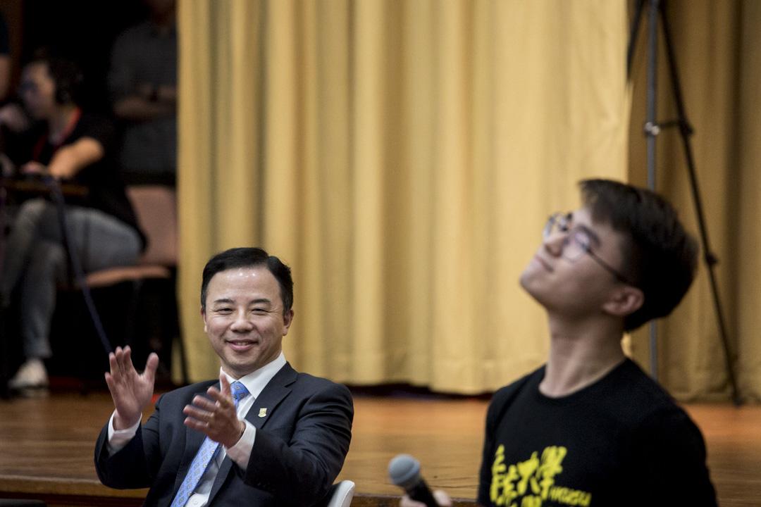 港大學生會署理會長黃程鋒開場發言。