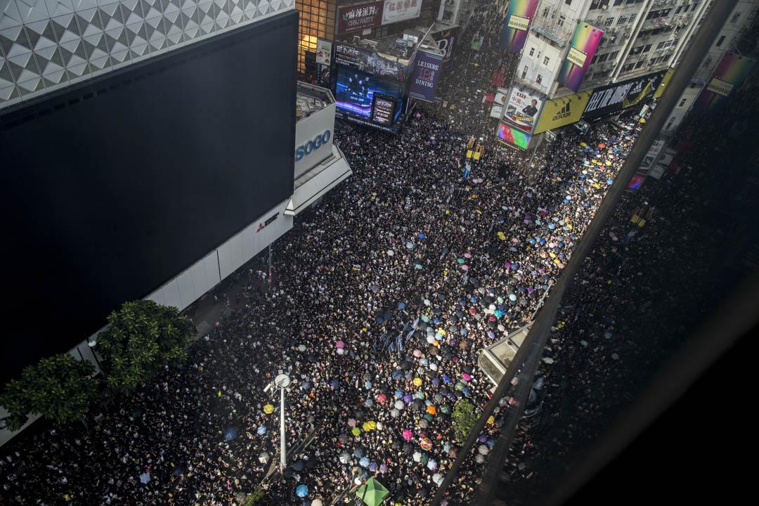 2019年7月21日,反修例遊行隊伍經過銅鑼灣。 攝:林振東/端傳媒