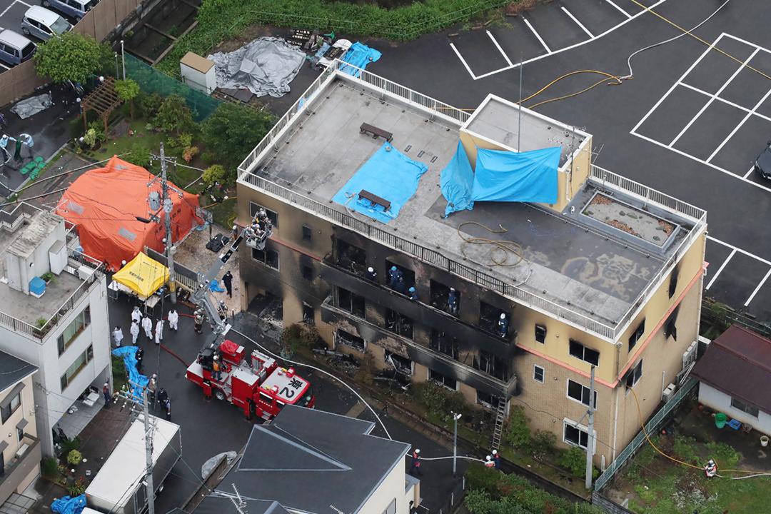 2019年7月18日,日本動畫製作公司「京都動畫」位於京都伏見區的第一工作室懷疑遭縱火,造成多人死傷。 攝:JIJI Press / AFP / Getty Images