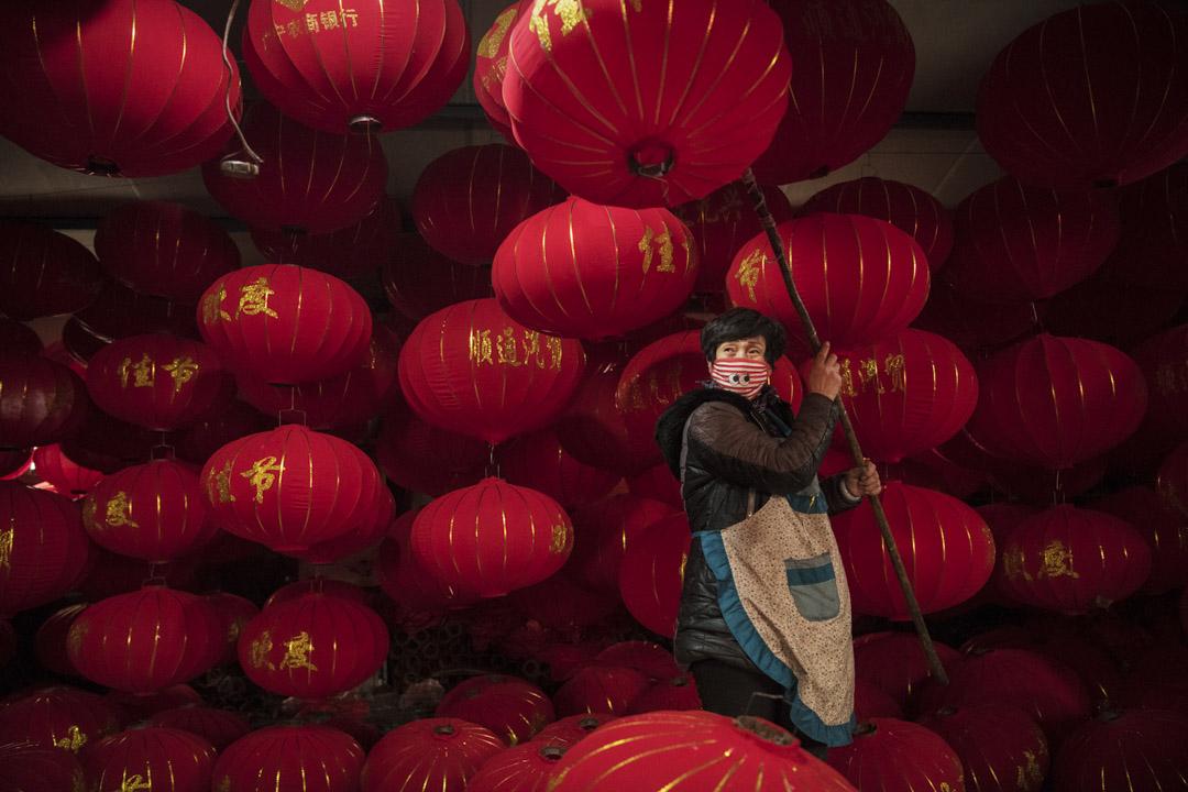 2019年1月24日,一名中國紅燈籠廠的工人。 攝:Kevin Frayer/Getty Images