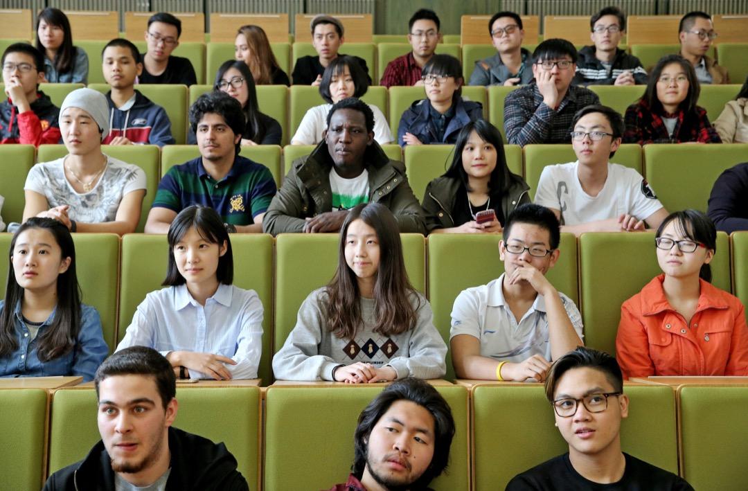 2010年9月,中國教育部發布了《留學中國計劃》,提出雄心勃勃的戰略目標:「到2020年,使我國成為亞洲最大的留學目的地國家。……培養一大批知華、友華的高素質來華留學畢業生。」 攝:Jan Woitas/picture alliance via Getty Images