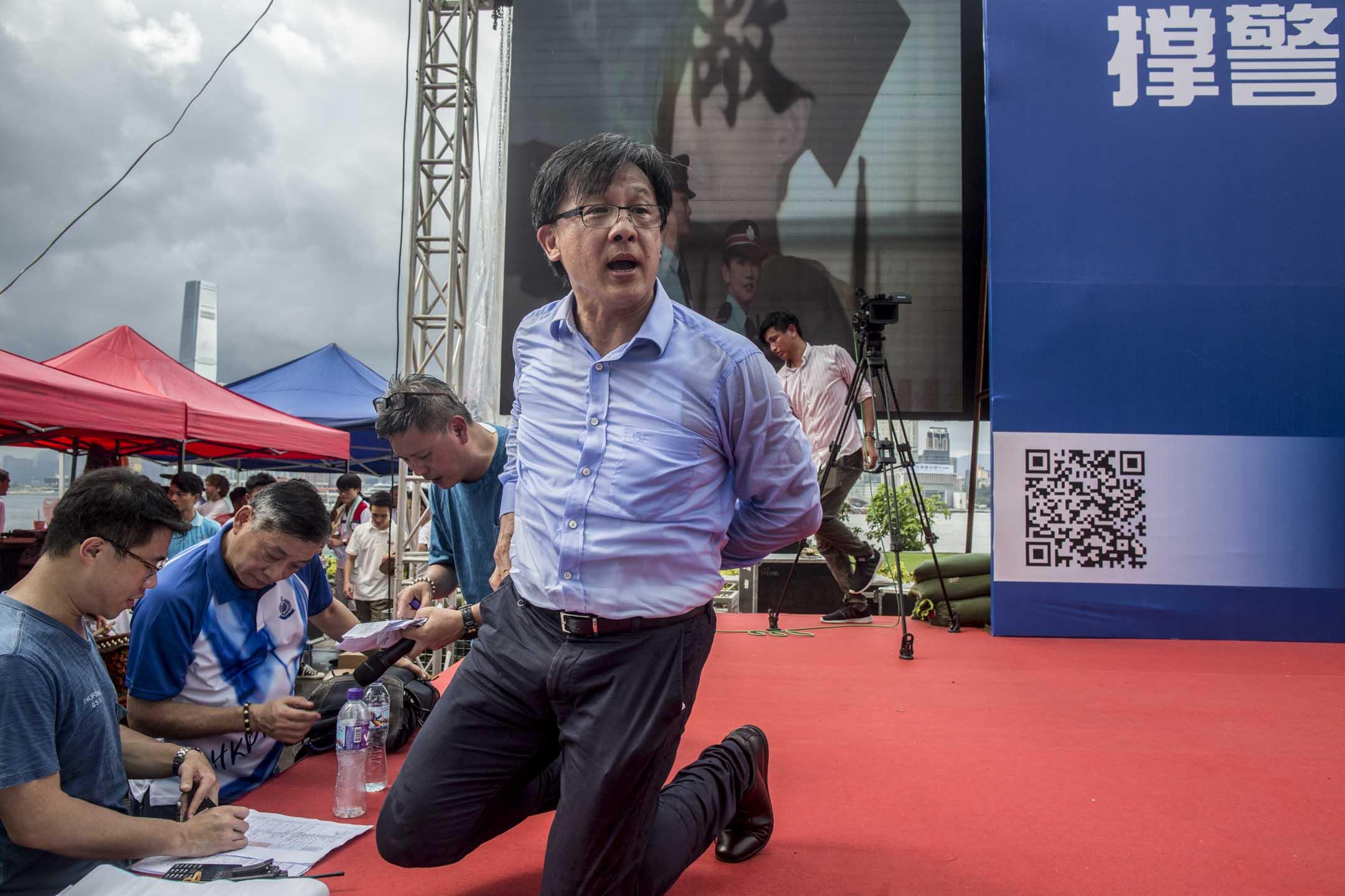 2019年6月30日,何君堯在金鐘添馬公園發起撐警集會。 攝:林振東/端傳媒