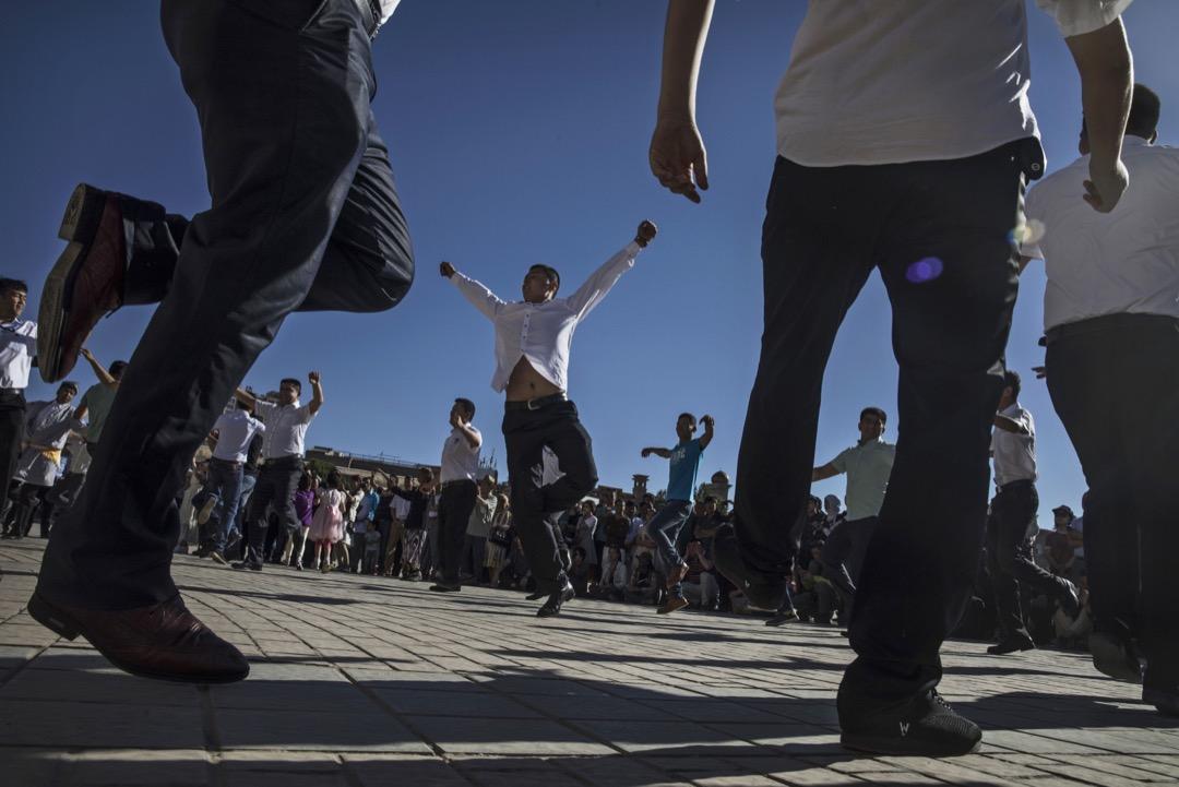 不僅僅是在新疆,在全國的政治舞台上,「少數民族」似乎不再是一個重要的持份者,而逐步淪為了節慶與兩會期間用來裝點盛世的禮儀符號。