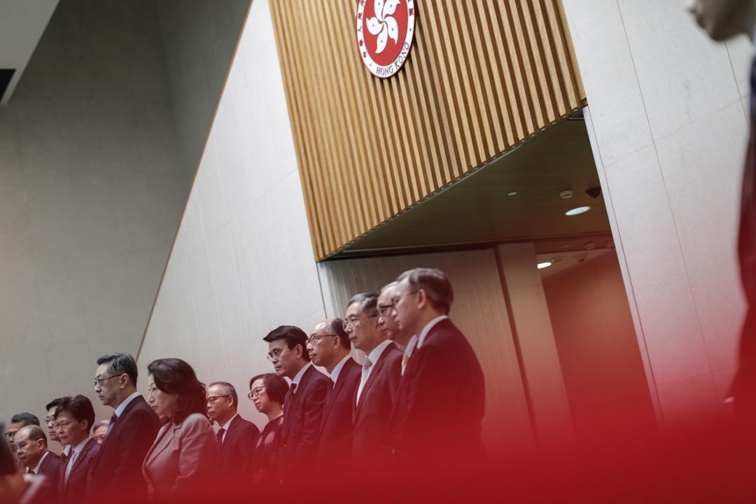 2019年7月22日,香港行政長官林鄭月娥率領其管治團隊以及警務處長盧偉聰,就21日晚上分別在上環及元朗地鐵站一帶發生的暴力衝突見記者。 攝:Stanley Leung/端傳媒