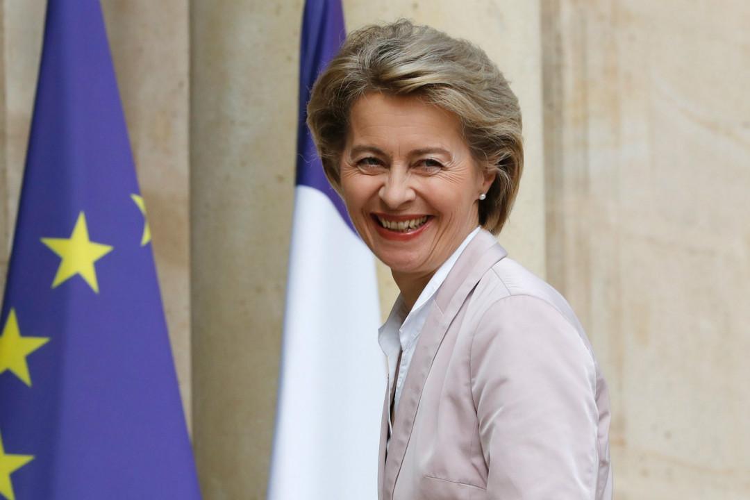 2017年7月31日,德國國防部長烏爾蘇拉·馮德萊恩(Ursula von der Leyen)在巴黎愛麗舍宮參加法德年度首腦會議。 攝:Patrick Kovarik/Getty Images