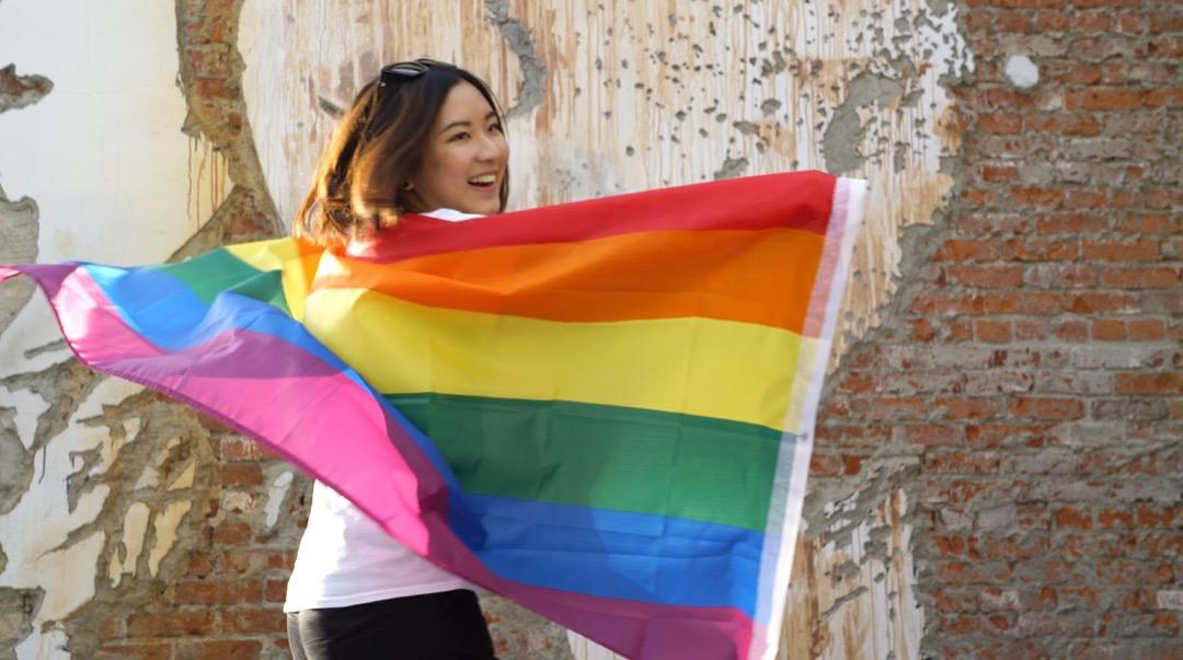 26歲的蔣夢珏活躍於社交媒體上,常發文與拍攝視頻分享生活。她的微博一共有3.9萬個粉絲。但不同的是,她分享大多不是吃喝玩樂等生活瑣事,而是與LGBT有關的話題。